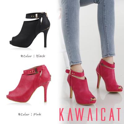 靴通販〜KawaiCatブランドの【sh10724】 足首をスッキリと見せてくれるベルトストラップがポイント☆ベルトストラップポイントオープントゥブーティー(ストーム3cm・ヒール11cm)
