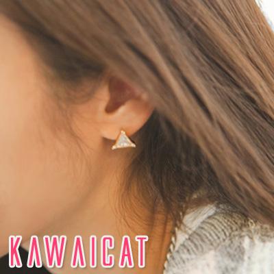 ピアス通販〜KawaiCatブランドの【ea10745】 耳元をさり気なく飾ってくれる小さめのデザイン☆トライアングルキュービックピアス