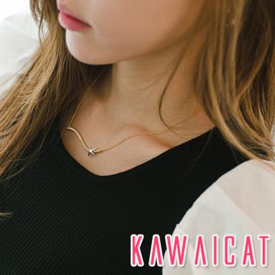 ネックレス通販〜KawaiCatブランドの【ne10806】シンプルなデザインでネックラインに上品なポイントを与えてくれる波線ネックレス