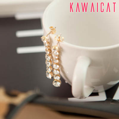 イヤリング通販〜KawaiCatブランドの【50%OFF】【ea9725】フェイスラインをすっきり見せてくれる並んだ丸いラインストーンデザインのストーンピアス