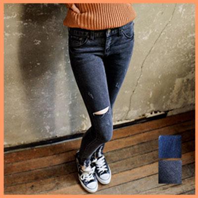 クラッシュ入りスキニーデニム★2色 ブルー ブラック★クラッシュ カットカッテイング ビンテージ調 シンプル コットン デニム スキニー スリム 美脚 デザイン 着こなし