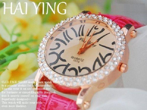 可愛いジルコニア本革ドレスウォッチ腕時計od