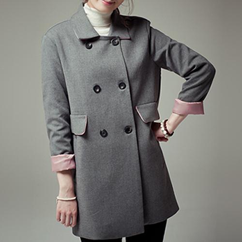 アウター通販〜TREND-H JAPANブランドの【☆TREND-H☆】カラーは2色展開!ミディ丈ジャケット!裏地の配色はピンク♪ダブルボタンでシンプルなデザインは大人可愛い!裏地のピンクは着用していても見える差し色使いでマットに